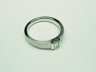 PT900 エメラルドカットダイヤリングサイズ直し05.JPG